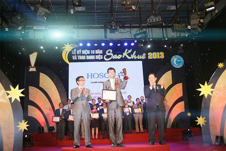 NextCRM vinh dự được Phó Thủ tướng Vũ Đức Đam và Chủ tịch Tập đoàn FPT ông Trương Gia Bình trao giải